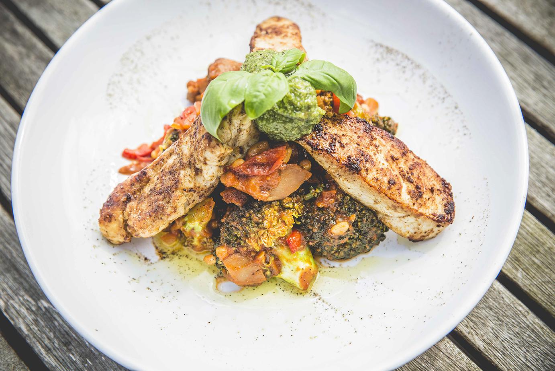 Gebakken kip met een groentenstoofpotje